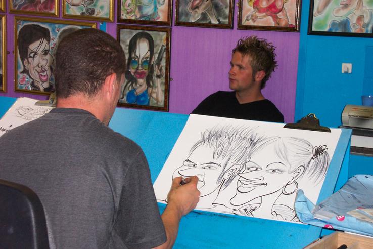 Un artiste caricaturiste en plein travail